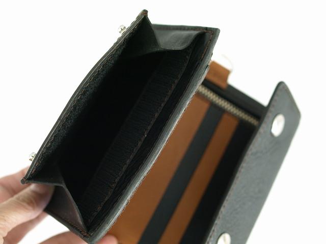 身分証ホルダー付の三つ折財布