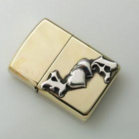 写真:真鍮製のジッポライターにイニシャルのYとA、ハートをモチーフをシルバーでロー付け