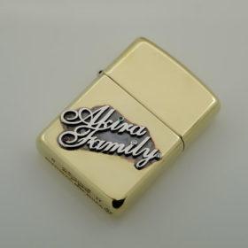 写真:家族の誕生石を入れたオリジナルジッポライター
