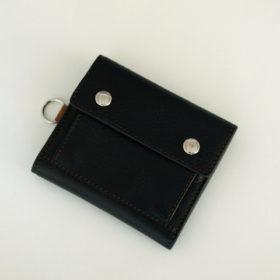 写真:革製の三つ折り財布
