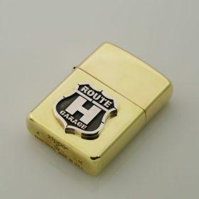 写真:真鍮ZippoライターにSV925でロゴをロー付け