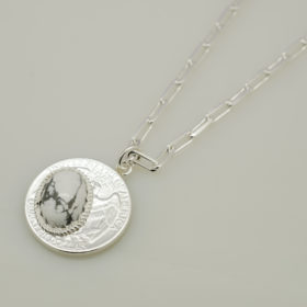 写真:25セント硬貨のペンダント