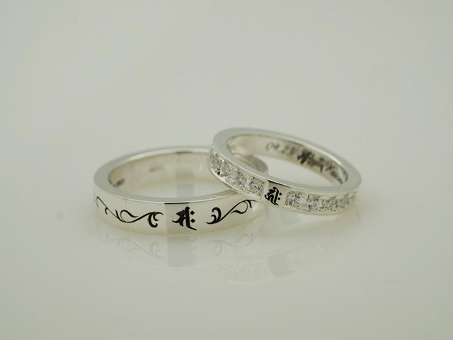 写真:梵字のシルバー製ペアリング