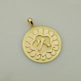 写真:K18YG製大ぶりのコイン風ペンダント